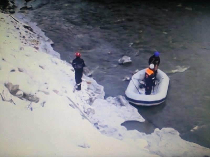 ბორჯომში მდინარე მტკვარში ახალგაზრდა ქალს ეძებენ (ფოტოები ადგილიდან)