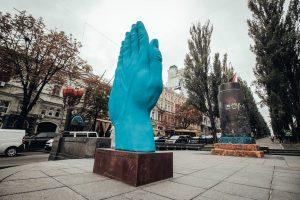 დიდი ლურჯი ხელი კიევის ცენტრში
