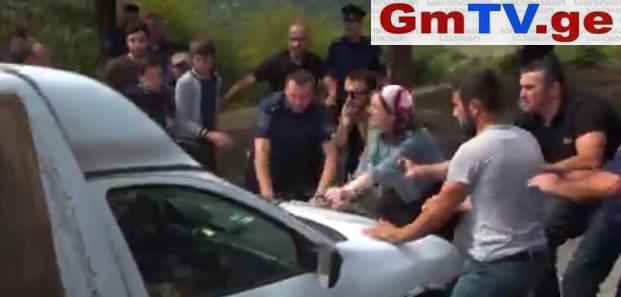 """""""არა პანკისობას!"""" – თემირლანის დედას გვერდით ქალები და ბავშვები დაუდგნენ! – ინციდენტი დუისში (ვიდეო)"""