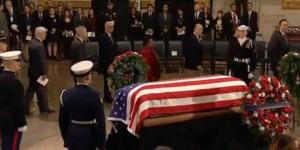 ამერიკა ექს-პრეზიდენტს, ჯორჯ ბუშ უფროსს გამოემშვიდობა